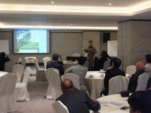 Prof. Lee makes a point during his presentation. ©CI/Yoji Natori